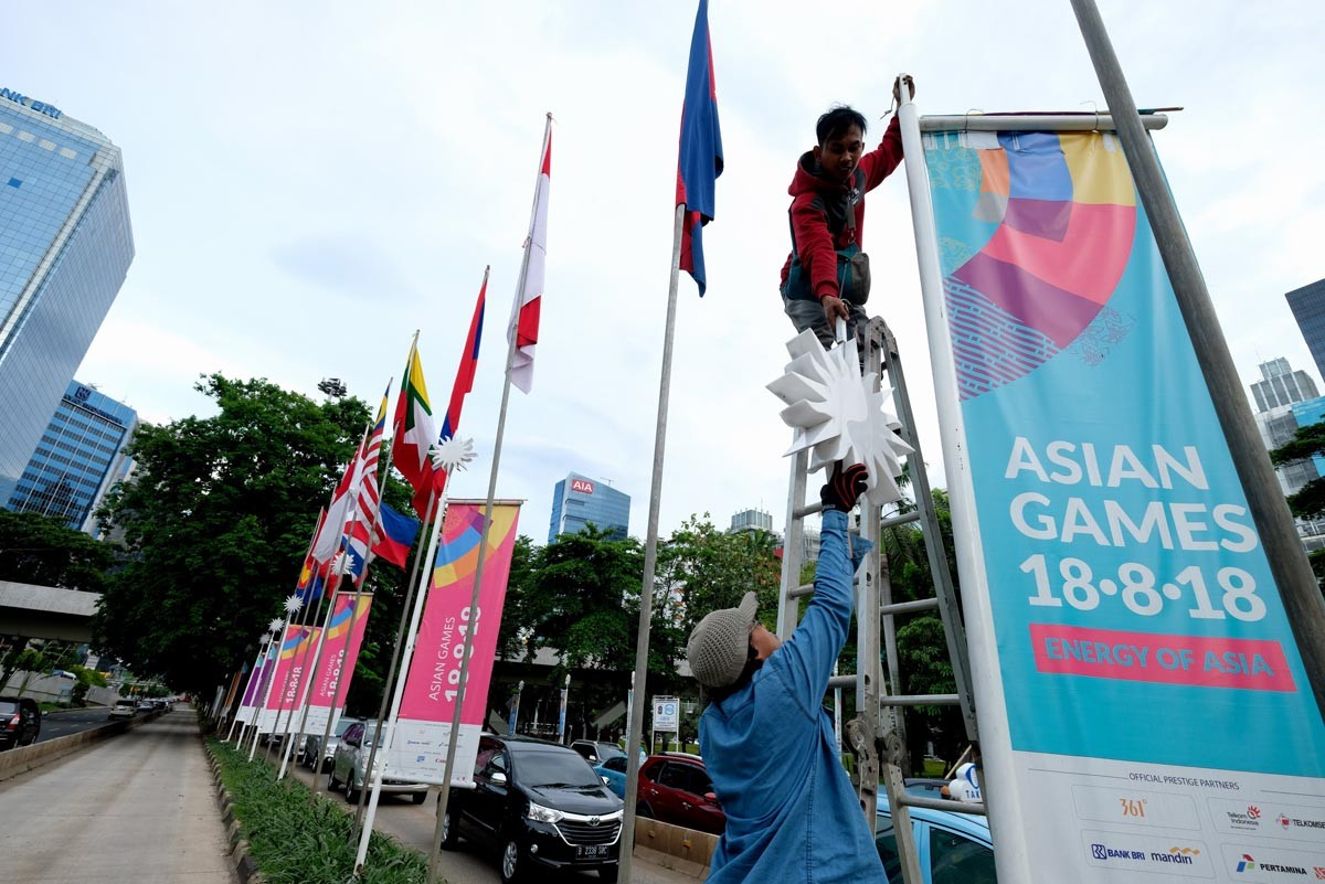 Jokowi asks celebrities to help promote 2018 Asian Games