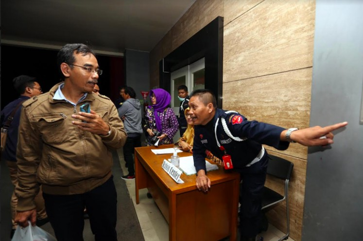Some relatives of the Kosambi fire victims arrive to look for their loved ones at city-run Tangerang hospital on Thursday evening.