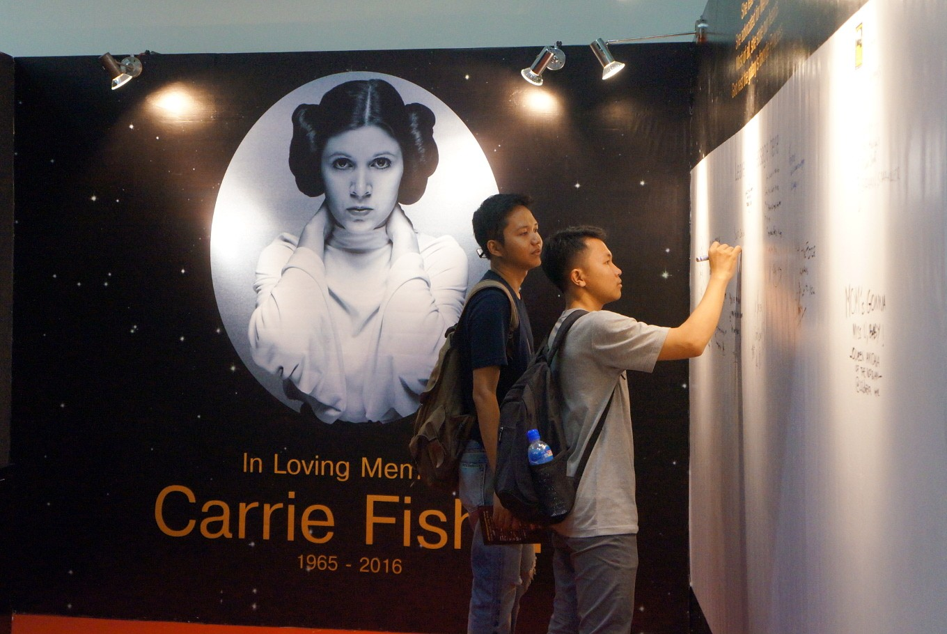 A special area to commemorate the late Carrie Fisher was provided near the Star Wars booth at the 2017 Indonesia Comic Con. Visitors were allowed to write messages for Fisher on a wall.