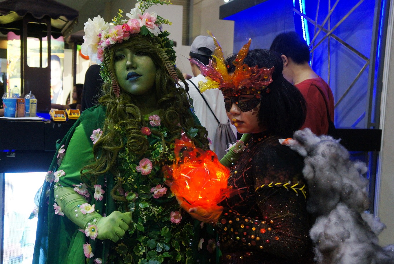 Two cosplayers collaborate as characters from Disney's 'Moana': goddess Te Fiti (left) and main antagonist Te Ka.