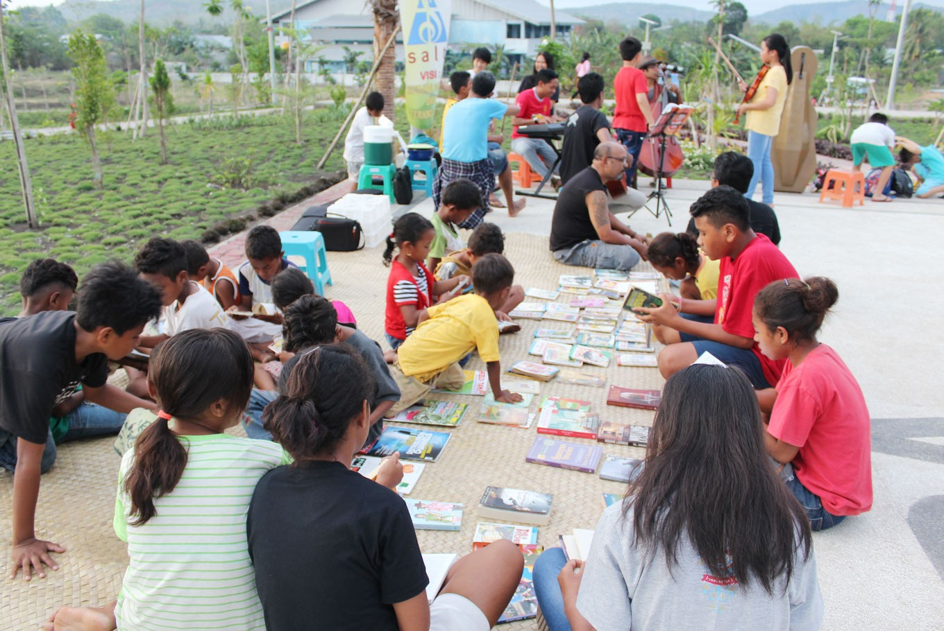 Garden library brings books to public spaces in Kupang, Atambua