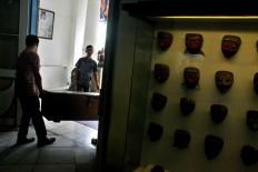 Museum officials carry a wooden case containing Dupara puppets. JP/Maksum Nur Fauzan