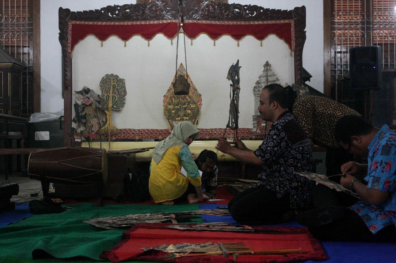 The Dupara puppets are being cleaned. JP/Maksum Nur Fauzan