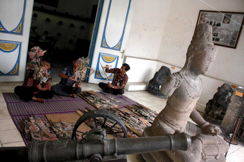 Some officials clean Dupara puppets at the museum. JP/Maksum Nur Fauzan