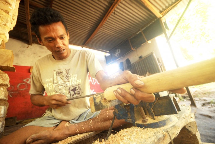 Young blood: Many youths in the Aeng Tong-Tong village engage in kris-making.
