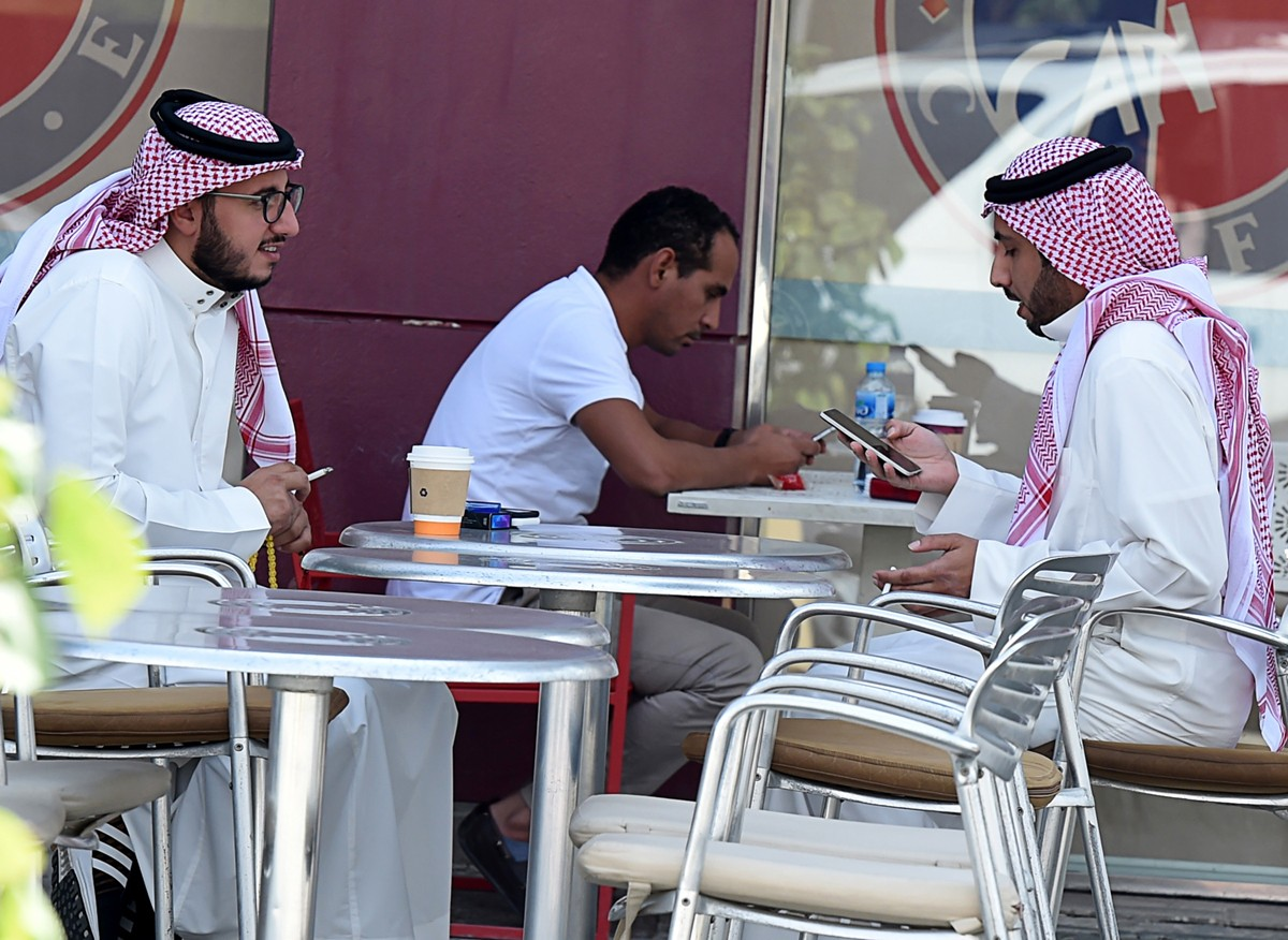 Saudi Arabia in sweeping purge as prince cements power