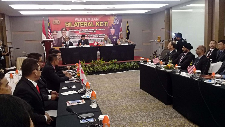 Fighting drugs: Narcotics officers from Malaysia and Indonesia discuss efforts to combat drug crimes at a bilateral meeting between the National Police and the Royal Malaysian Police on Nov.7 in West Lombok, West Nusa Tenggara.