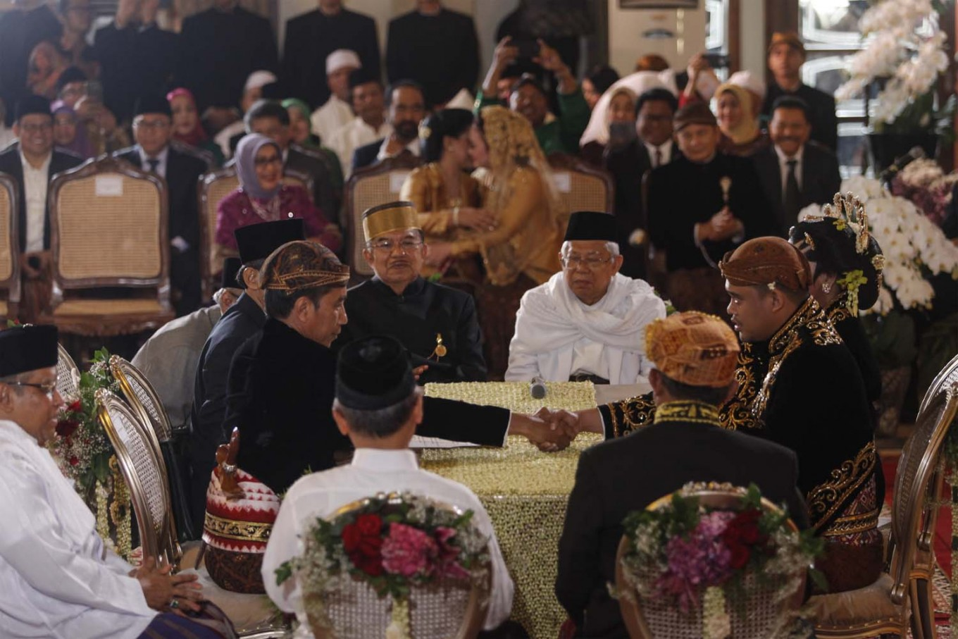 Jokowi back to work in Jakarta a day after daughter's wedding