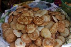 Local delights: Apem await distribution at the Sebar Apem event in Jatinom. JP/Maksum Nur Fauzan