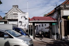 A huge banner is visible at the entrance to Jl.Pandean, the birthplace of Indonesia's first president, Sukarno. On the left side of the road is an inscription signed by then-Surabaya mayor Bambang Dwi Hartono in 2010, confirming the area as the birthplace of Sukarno. JP/Anggara Mahendra