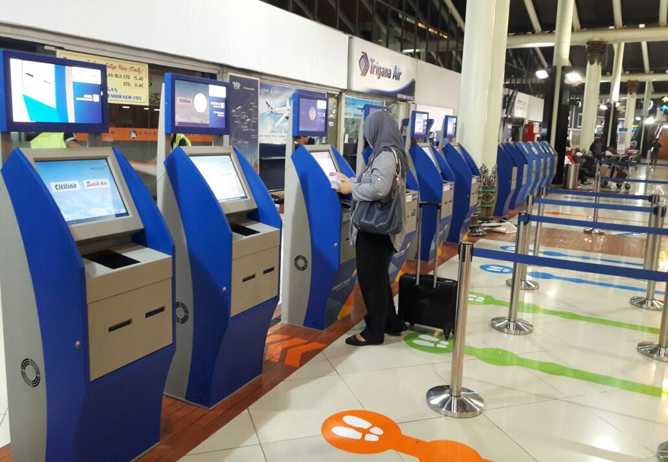 Self-check in counter di bandara Soetta | Sumber: Jakarta Post