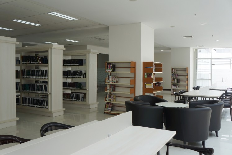 The Elderly and Disabled People Service room on the seventh floor of the National Library of Indonesia. It has a collection of books about health and books in Braille.