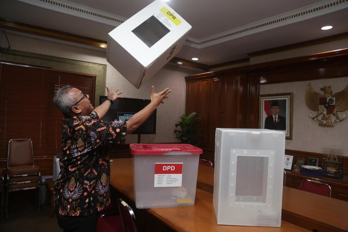 Former corruption convicts barred from participating in 2019 election