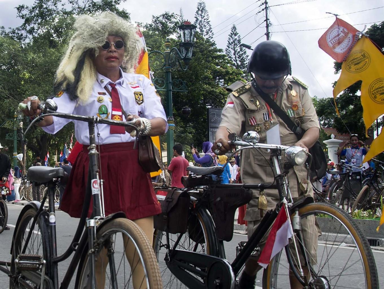 Two participants take a walk during the Jogja Republik Onthel festival. JP/Tarko Sudiarno
