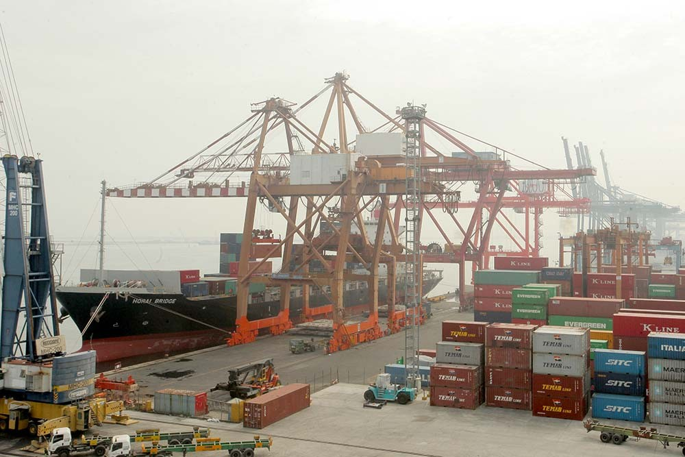 Brace for widening trade deficit, Economists say