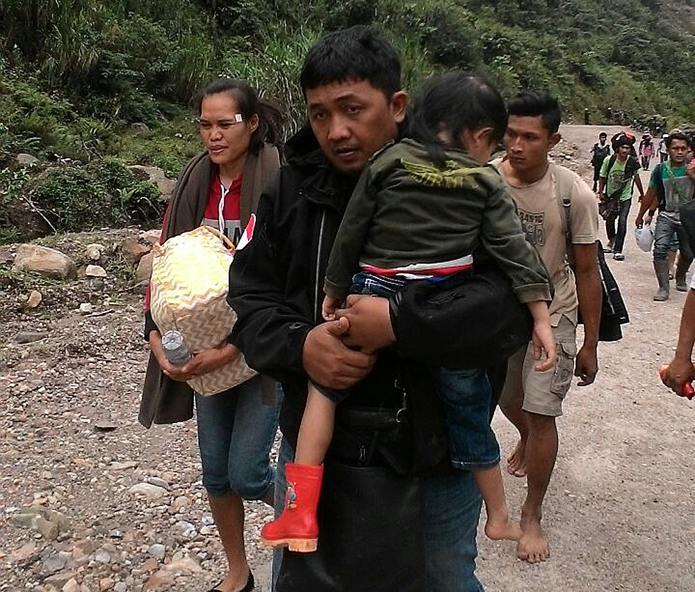 Hundreds of residents escorted out of besieged Papuan villages