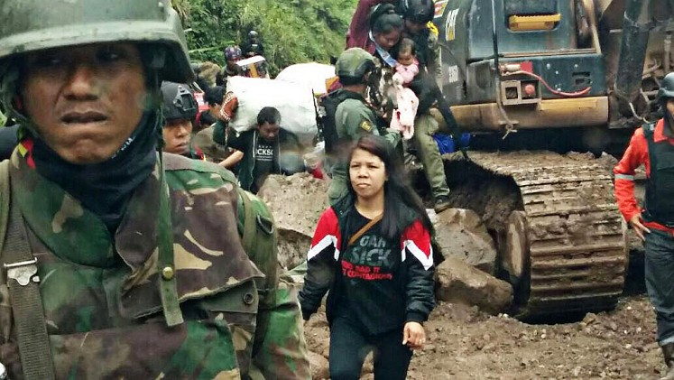 Liberated: Military personnel escort hundreds of civilians out of Banti and Kimbeli villages in Tembagapura, Mimika, Papua, on Friday.