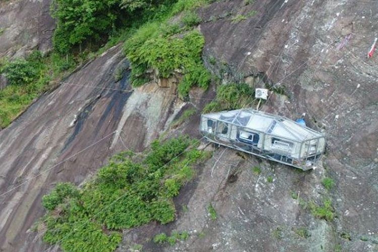 Purwakarta's hanging hotel opens door to thrill-seeking guests
