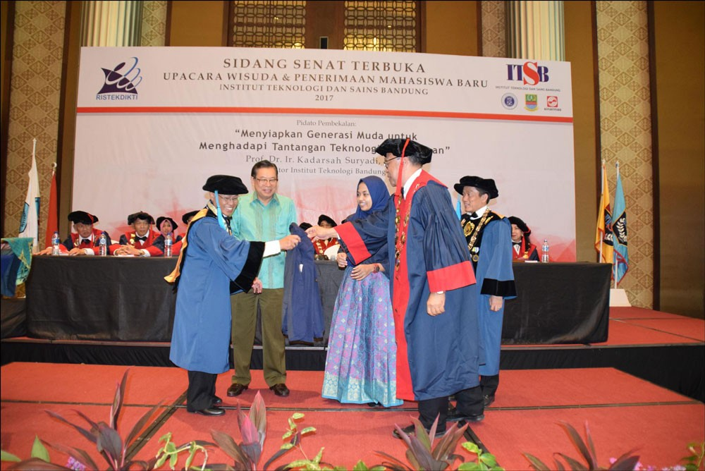 Sinar Mas Land helps high-achieving engineering student pursue education at ITB