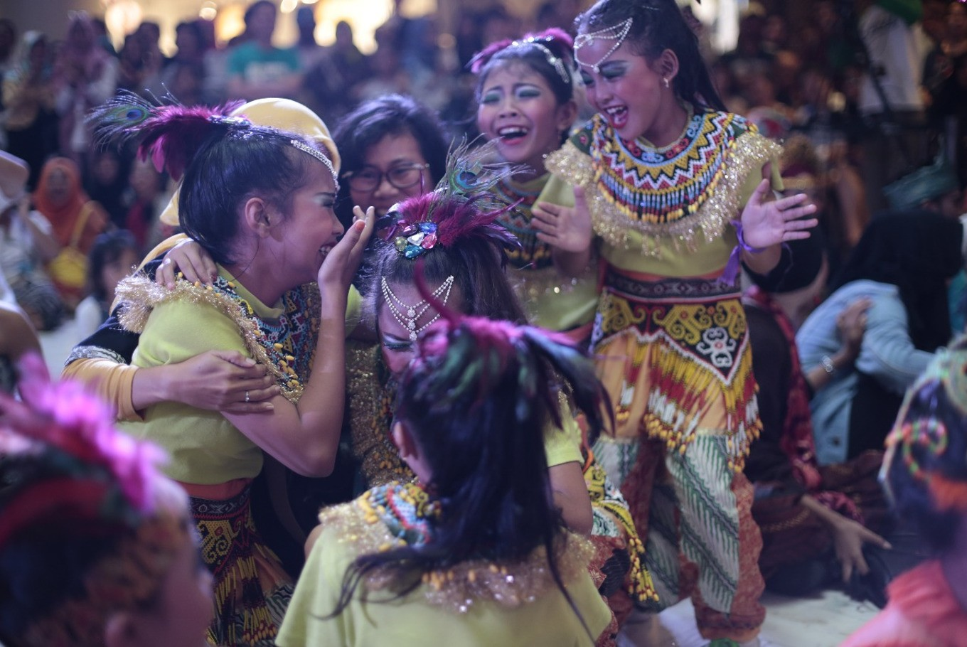 Members of Yunita Dance Space are named as the winners of the group category at the Indonesia Menari 2017 event on Sunday at Grand Indonesia mall, Central Jakarta.