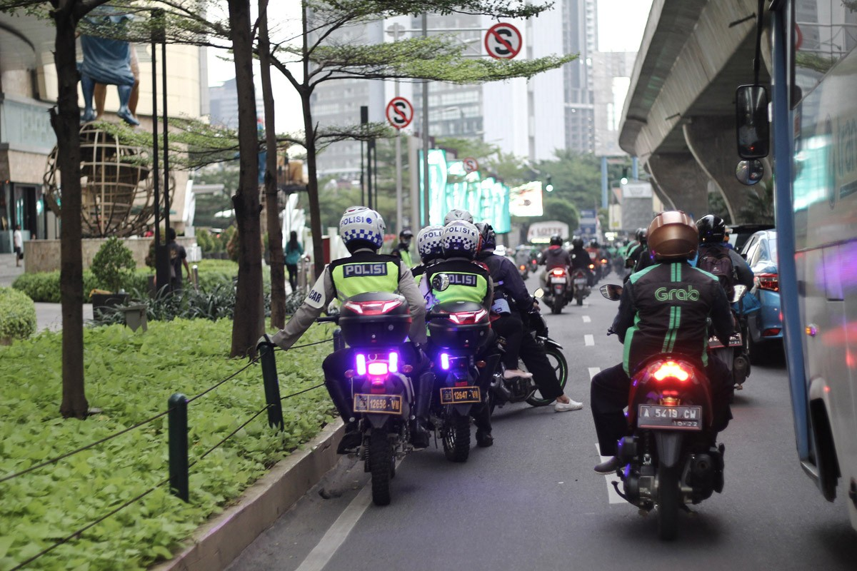 'Ojek' drivers attack security post in West Jakarta