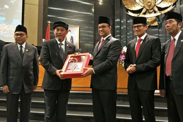 Anies loosens requirements on RT/RW accountability reports
