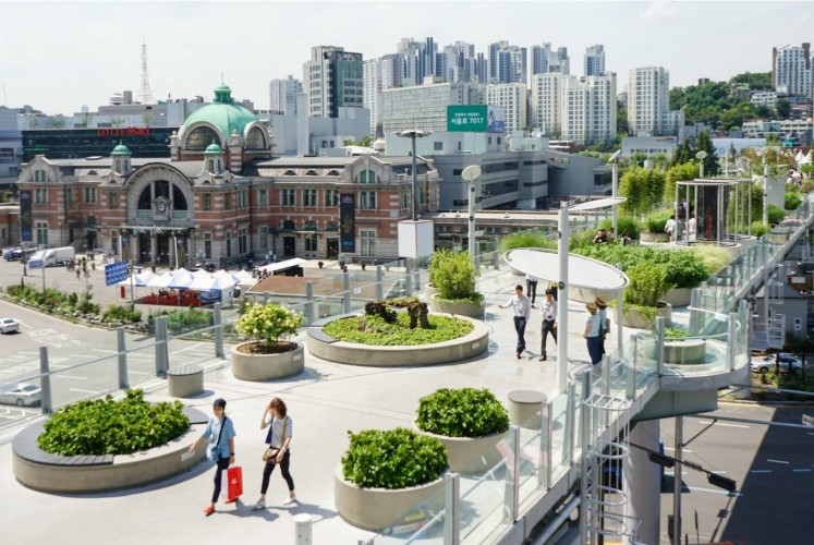 Seoullo 7017 refers to a pedestrian overpass located in the middle of Seoul.