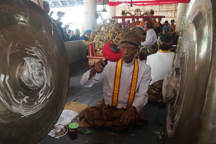 'Gong' player from Kyai Guntur Madu 'gamelan' as part of a ceremony which commemorates the birthday of the Prophet Muhammad at Masjid Agung, Surakarta in Central Java on Friday, November 24, 2017.
