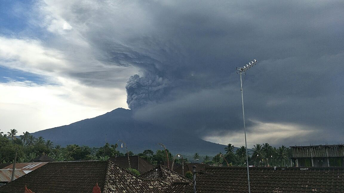 Bali raises volcano alert to highest level