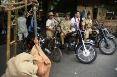 The Cinta Pejuang Indonesia community members reunite during the 2017 festival wearing old soldier uniforms and riding vintage motorbikes. JP/Aman Rochman