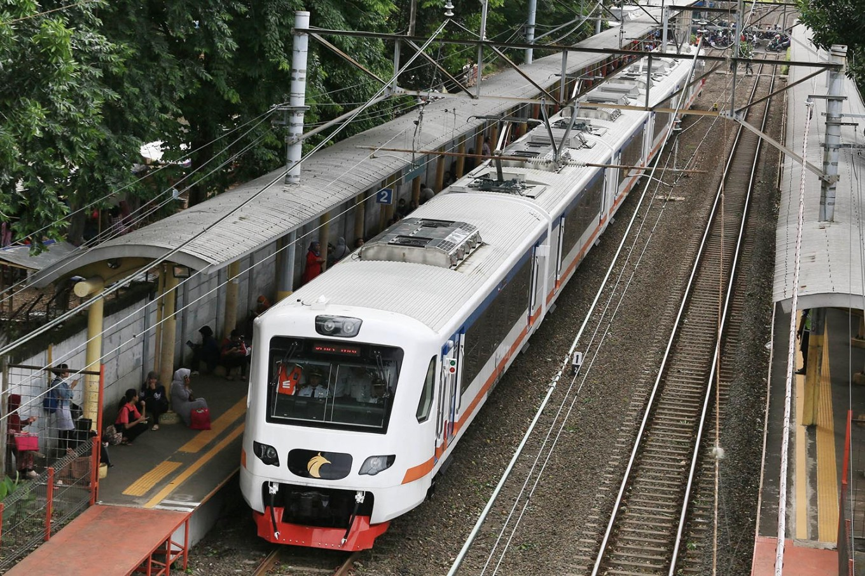 State-Owned Enterprises Minister tests Soekarno-Hatta Airport train