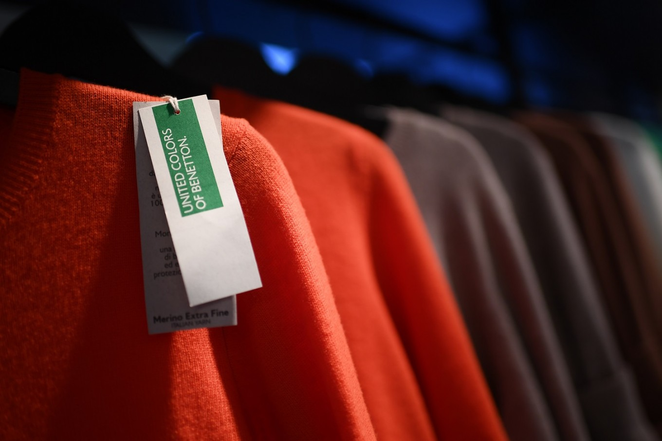 Luciano Benetton to return to clothing giant's helm at 82