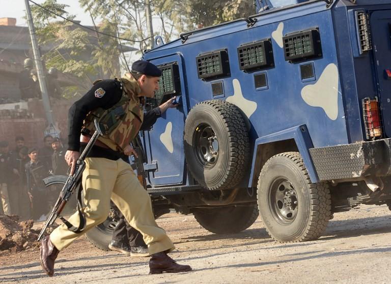 Suicide bomber kills 11 soldiers in NW Pakistan