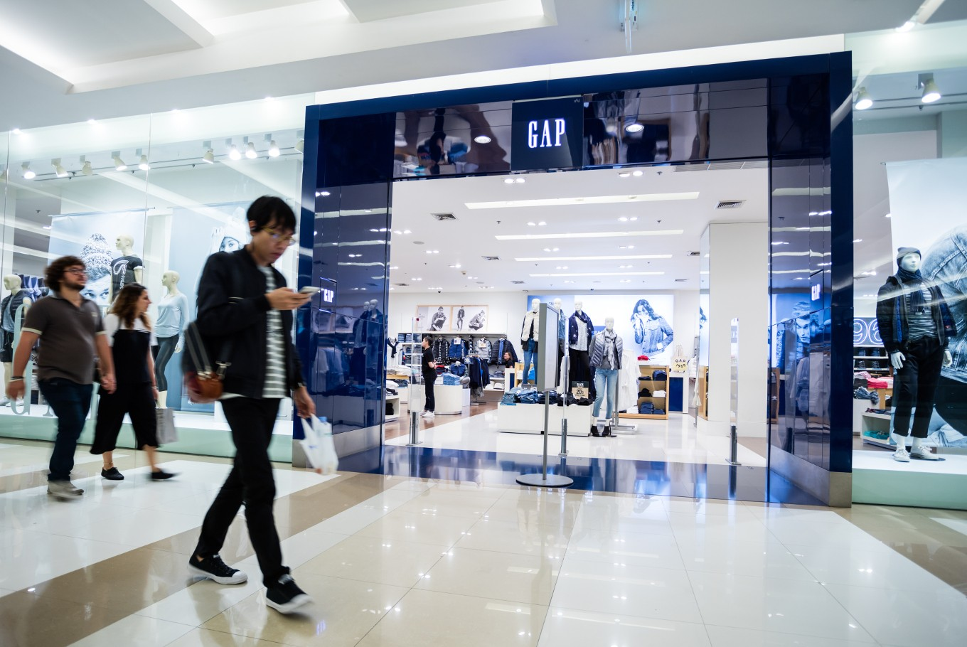 What Do Gaps Store Closing Announcements Say about its