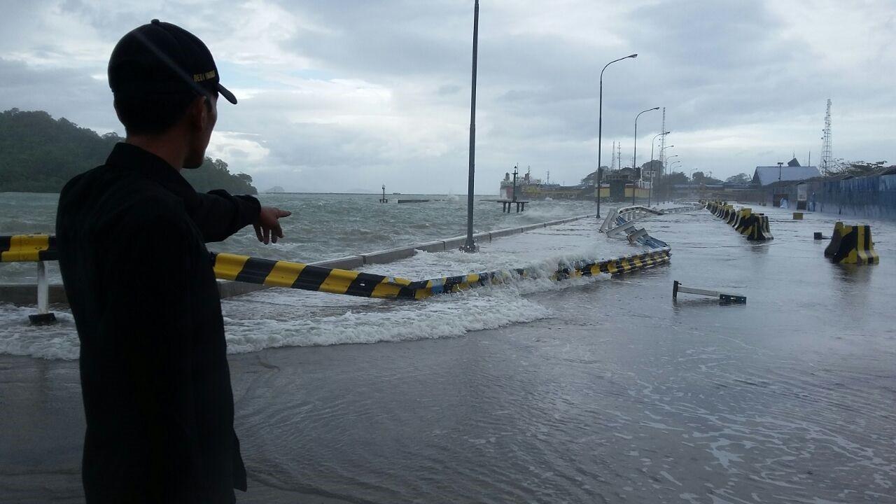 BMKG warns of heavy rains, high waves across Indonesia