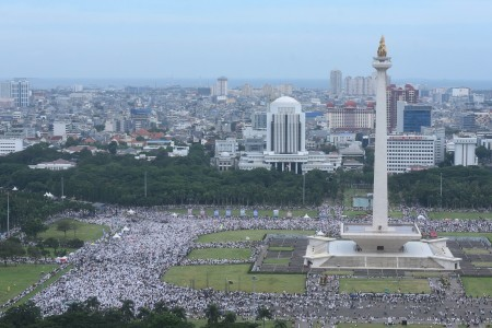 Commuter line tightens up security amid anti-Ahok rally reunion