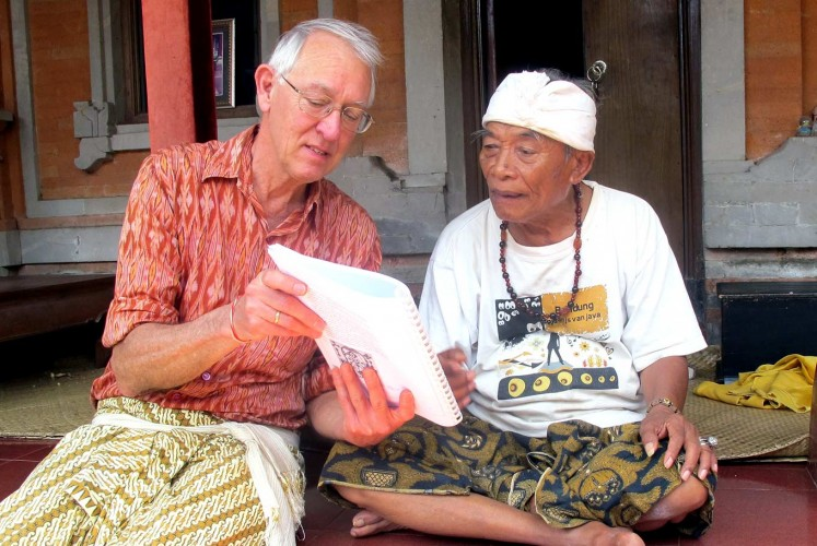 See this: David Stuart-Fox (left) discusses page proofs with Ketut Liyer during a visit in 2012 in Bali.