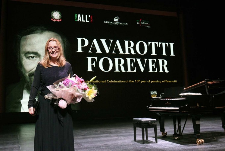 Gratitude: Luciano Pavarotti's wife, Nicoletta Mantovani, holds a bouquet of flowers at a tribute concert for her husband.