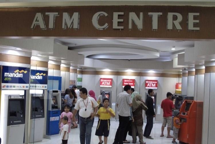Central bank cuts merchant discount rates for debit card transactions