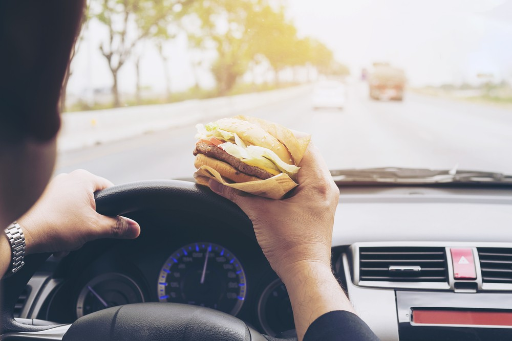 Why eating while on the move is a bad idea