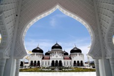 Under the blue sky: The Baiturrahman Grand Mosque stands tall in Banda Aceh, Aceh province. JP/ PJ Leo