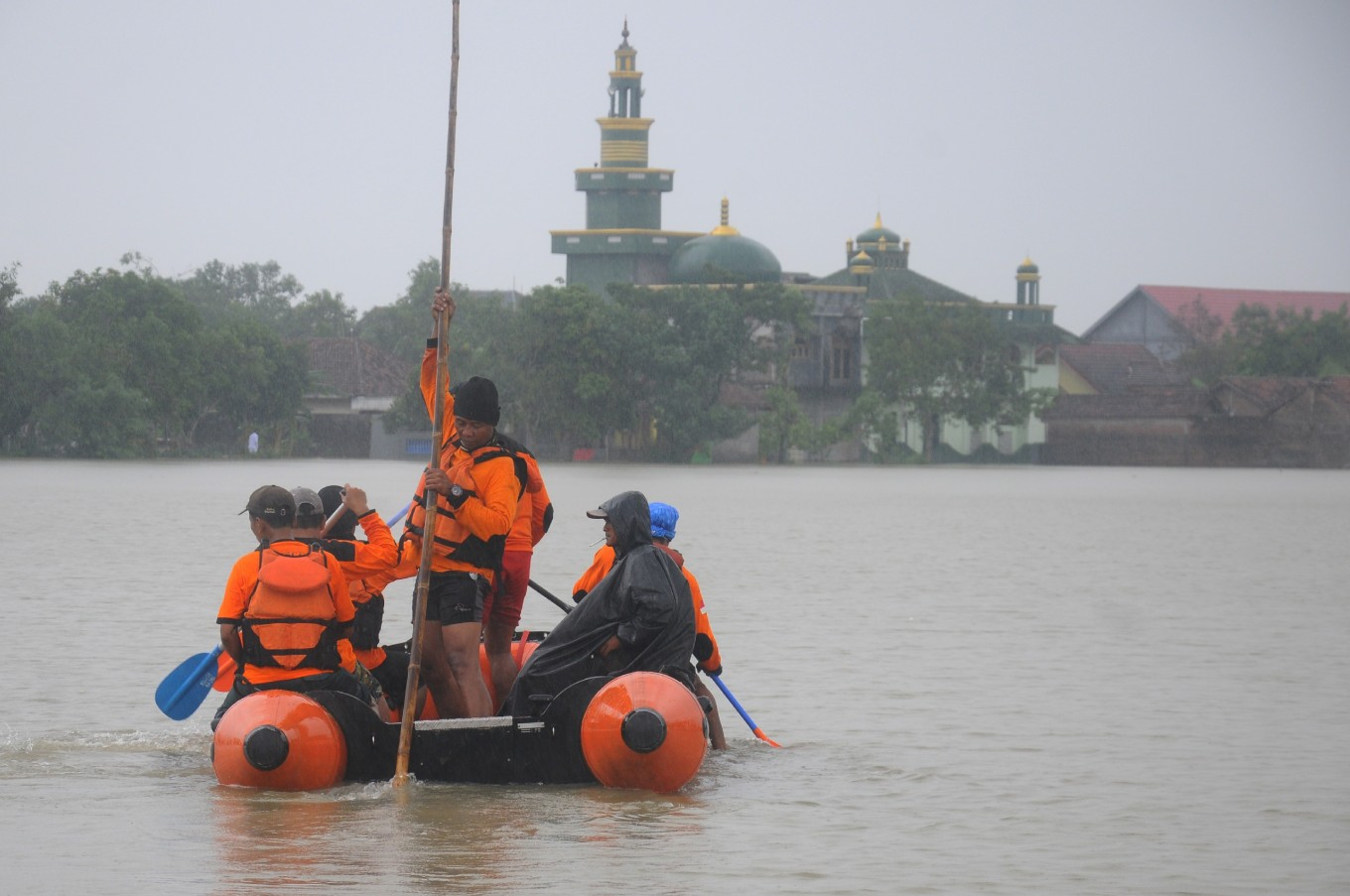 Cyclone Cempaka leaves at least 41 dead