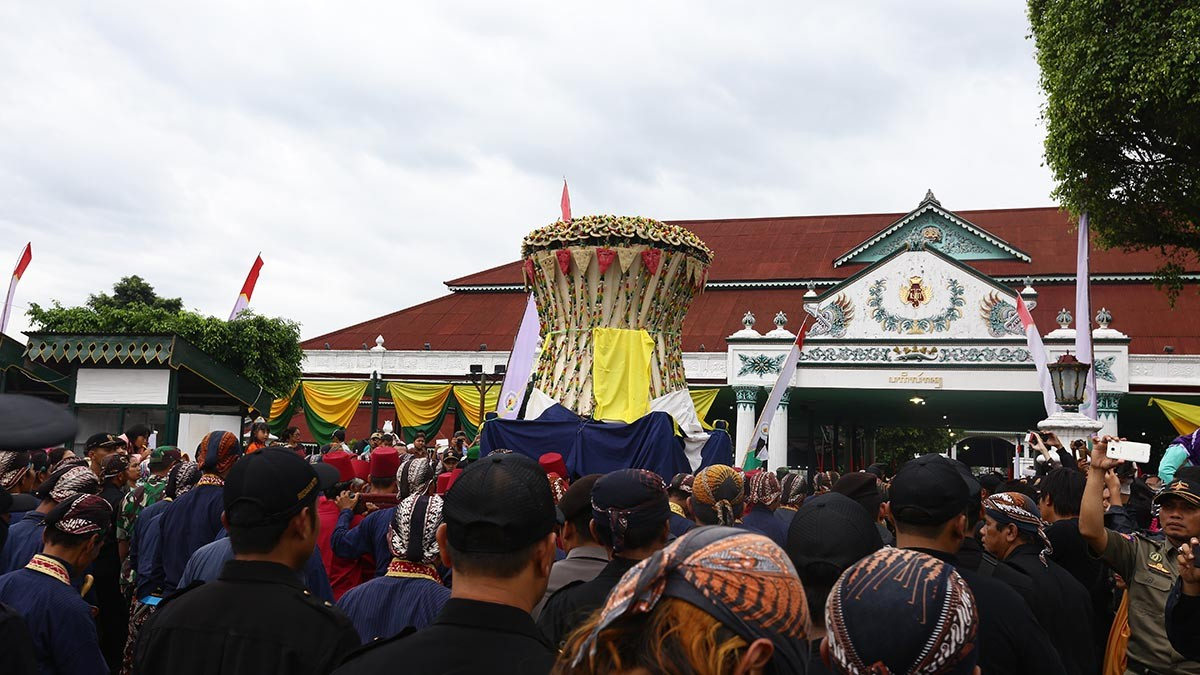 The Bromo gunungan procession returns to Yogyakarta Palace.JP/ Wienda Parwitasari