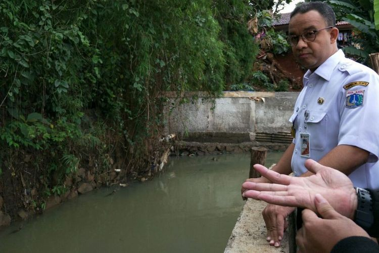 Anies plans to dredge Pulo River, avoids talks of relocation