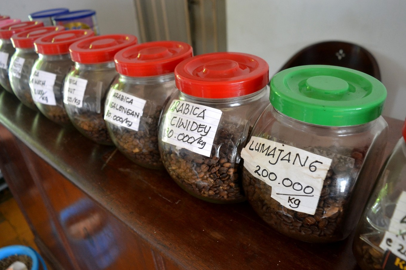 Under the watchful eye of Basuki, the shop is now selling roasted coffee beans from across Indonesia, such as Lintong, Gayo, Mandailing, Sumbawa and Ciwidey coffees.