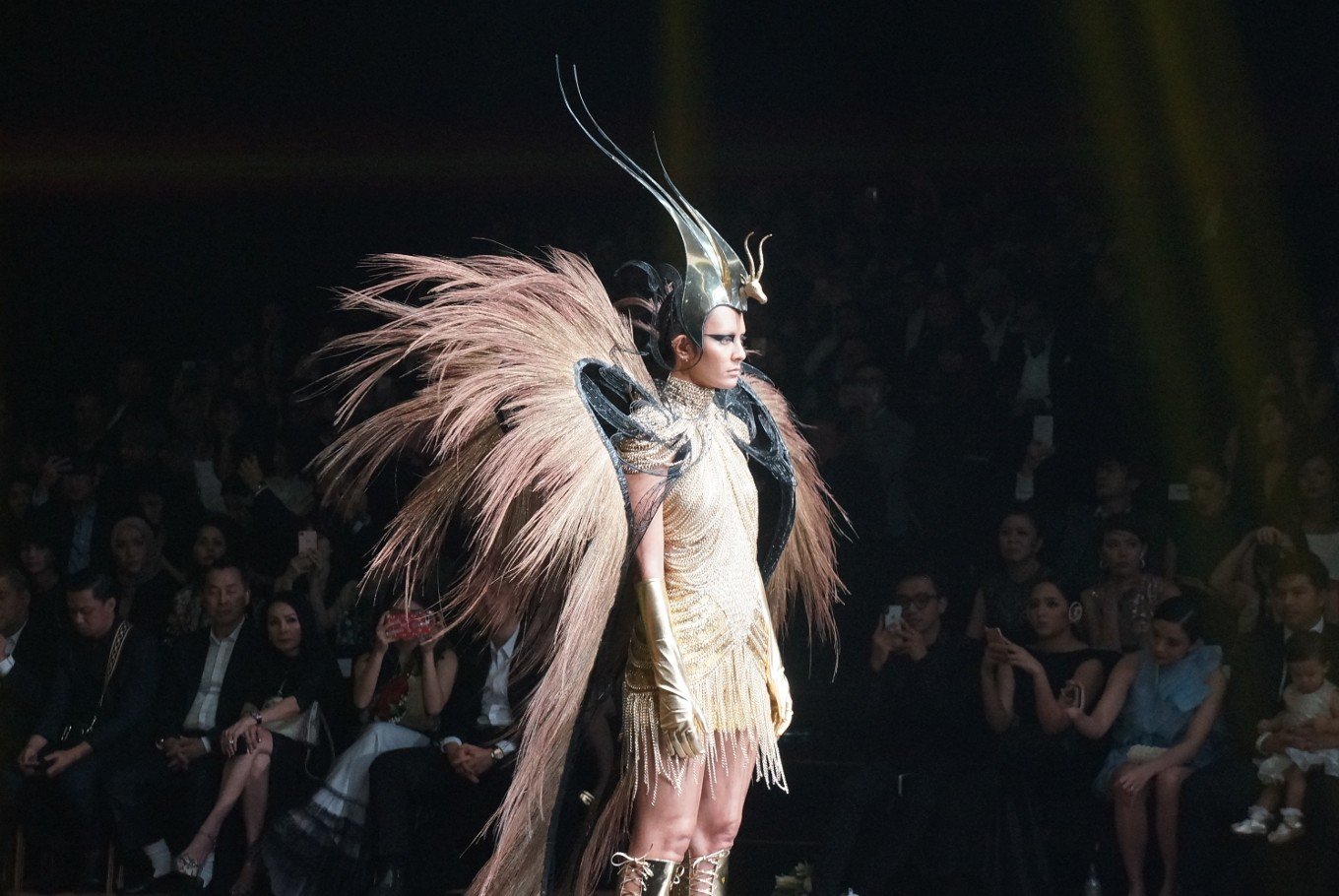 Rinaldy A. Yunardi takes on elements in new couture collection