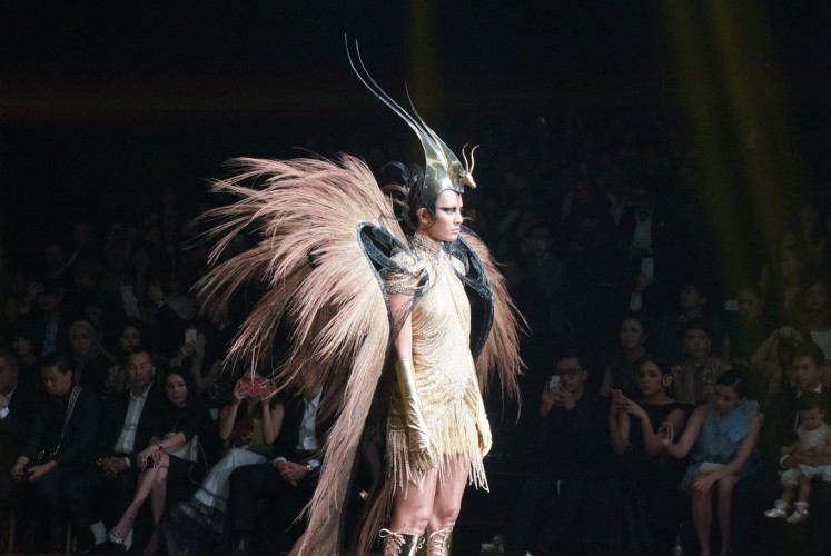 One of Rinaldy A. Yunardi's pieces on the designer's fashion show in Jakarta.
