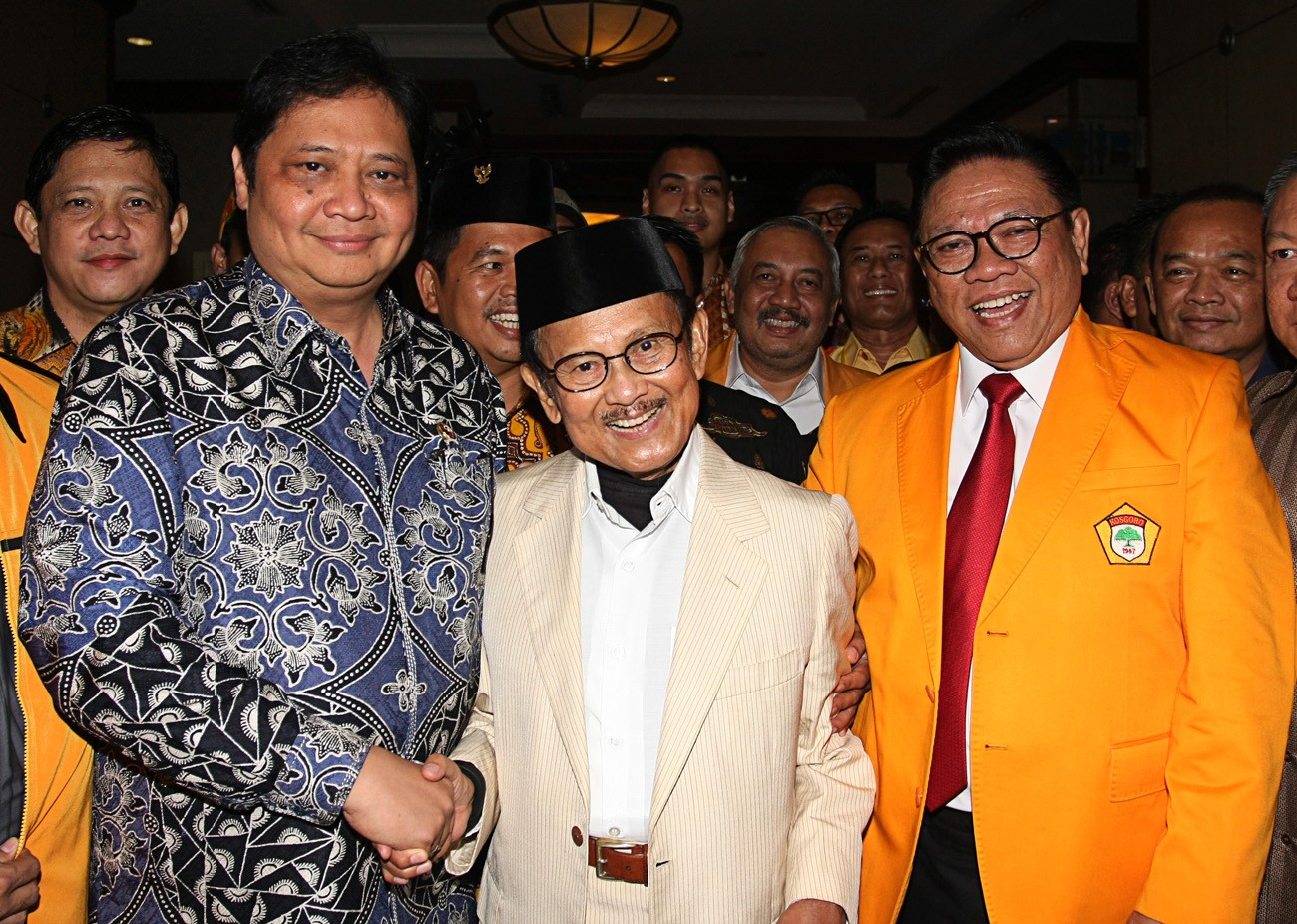 Airlangga takes charge amid drop in electability