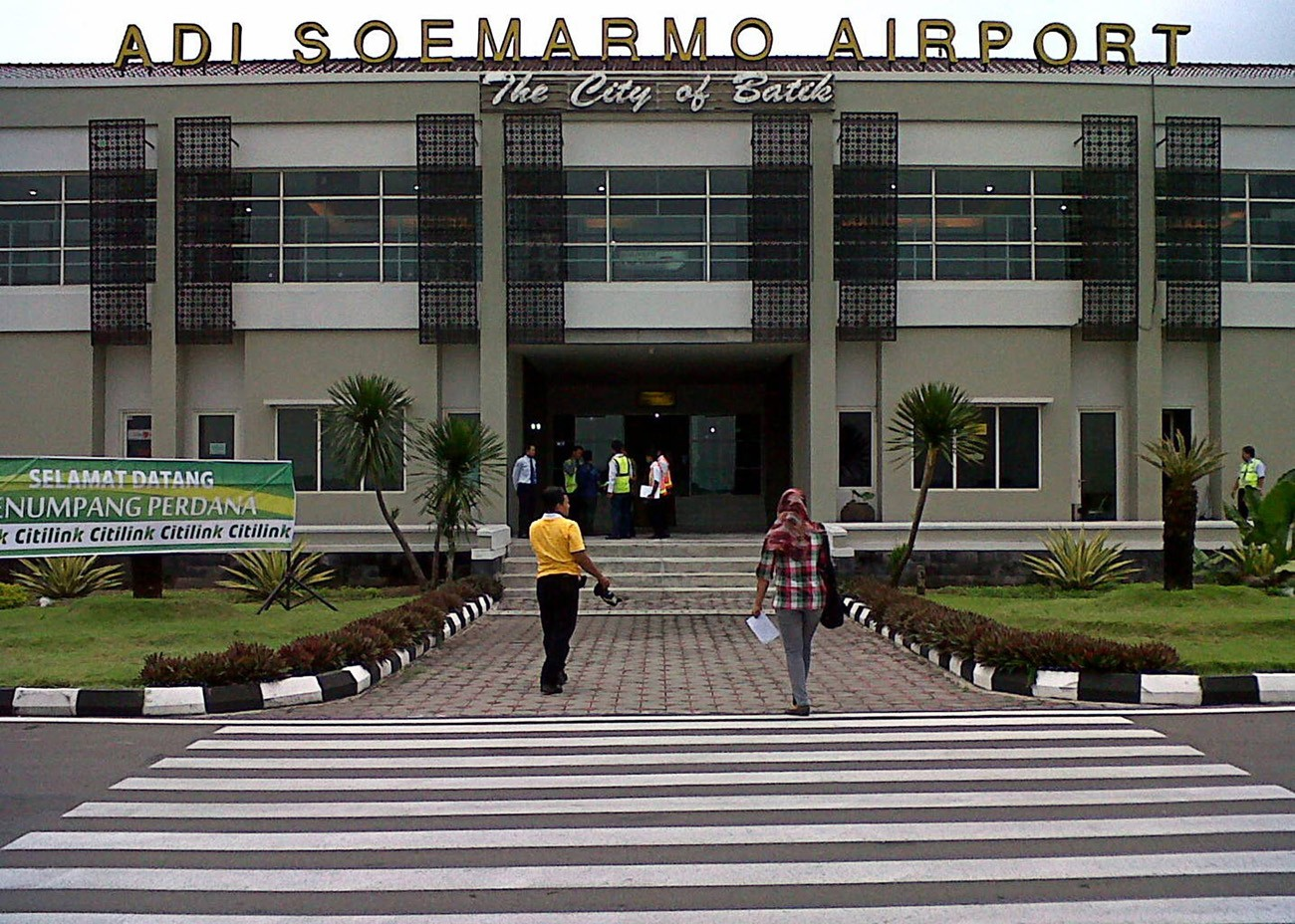 Surakarta airport closes temporarily after Mt. Merapi spews out ash 6,000 meters high