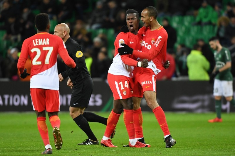 Monaco hit four to stay in PSG chase